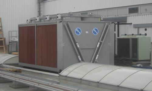 Installation eines adiabaten Kältemittelverflüssiger DCV-AD
